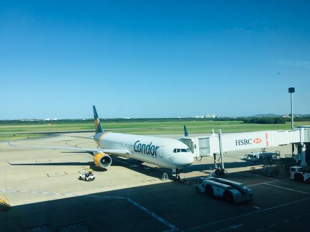 Ein Condorflugzeug am Flughafen in Brisbane